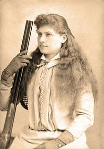 220px-Annie_Oakley_by_Baker's_Art_Gallery_c1880s-crop