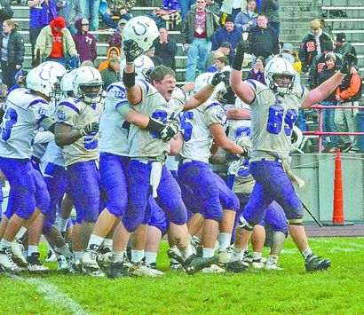 Martins Ferry players after defeating rival Bellaire in 2014. (Photo: greatamericanrivalry.com)